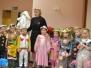 """""""Kiškučių"""" grupės vaikai sveikina Žiogelį gimtadienio proga ir dovanoja jam """"Madų šou"""""""
